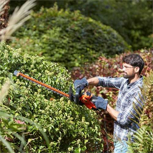 Black and Decker - 60cm 600W Hedge Trimmer with SAW BLADE - BEHTS501